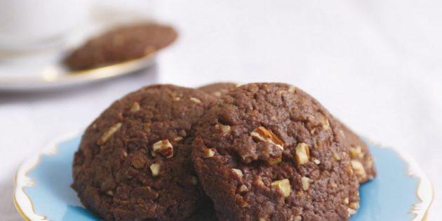 Шоколадно-кофейное печенье с орехами