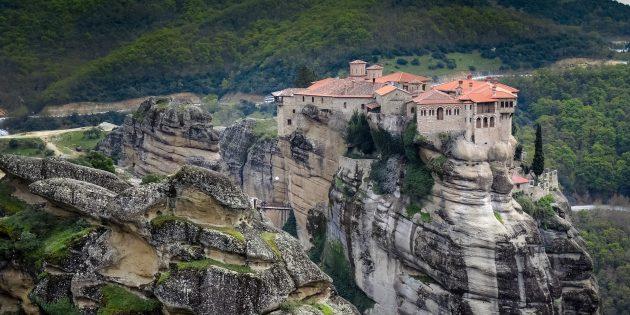 Куда поехать в Европе: Монастыри Метеоры, Греция
