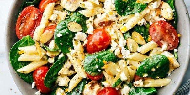 Салат со шпинатом и пастой