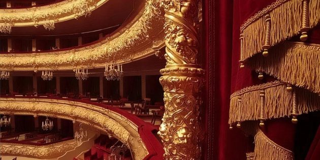 Что подарить маме на 8 марта: билет в театр, кино, концерт
