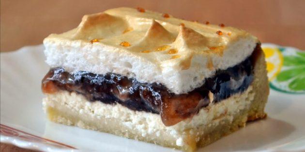 Пирог с вареньем, творогом и безе