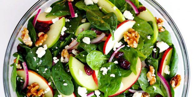 Салат со шпинатом, яблоками, грецкими орехами, сыром и горчичной заправкой