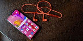 Huawei представила беспроводные наушники, которые можно заряжать от смартфона по проводу