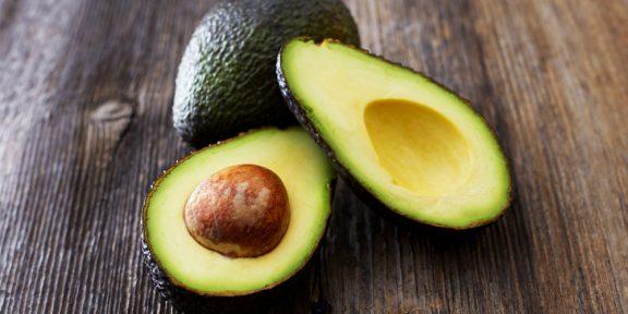 Как почистить авокадо за одну минуту