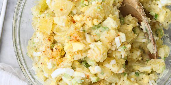 Салат с яйцами и картофелем