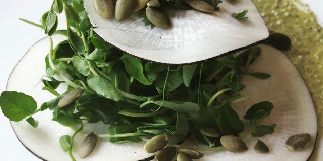 Салат из редьки с тыквенными семечками