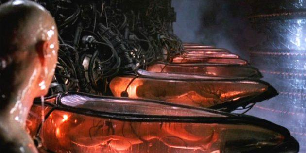 Все части «Матрицы» — хиты кинопроката: по слухам, Вачовски изначально хотели закончить картину более пессимистично