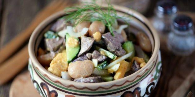 Салат с куриной печенью и консервированной фасолью