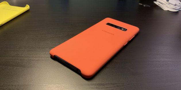 Samsung Galaxy S10+: Силиконовый чехол