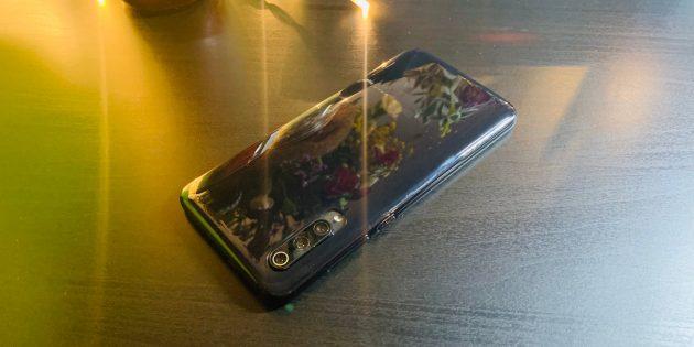Обзор Xiaomi Mi 9: смартфон в чехле