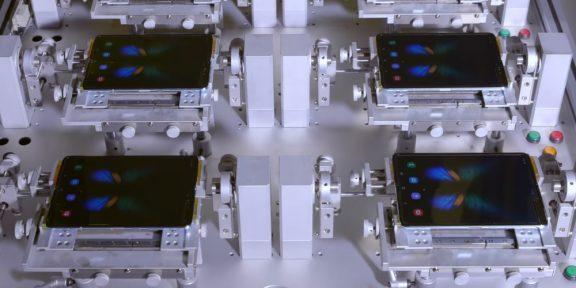 Видео дня: как тестируют складные смартфоны Galaxy Fold