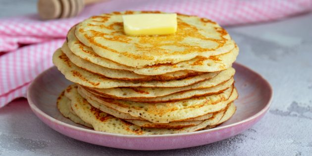 Толстые ажурные блины с манкой на молоке и дрожжах: простой рецепт