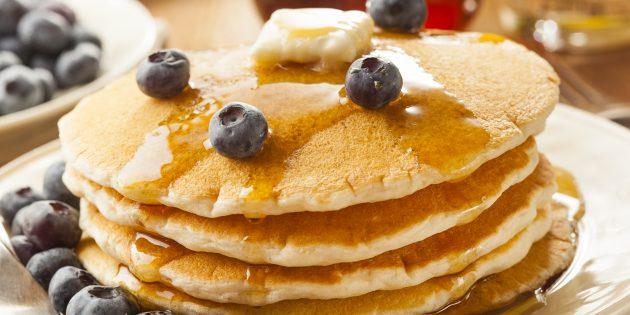 Толстые грушевые блины на кефире: простой рецепт