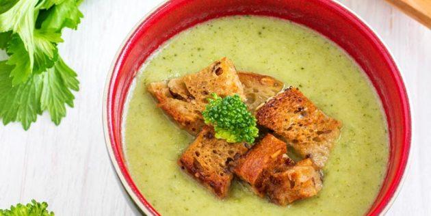 Суп из сельдерея с брокколи и сухариками