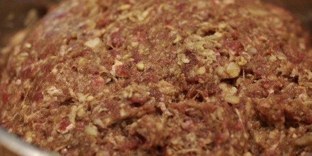 Фарш для люля-кебаба с луком, чесноком и яйцом