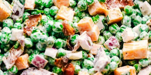 Салат с сыром и зелёным горошком