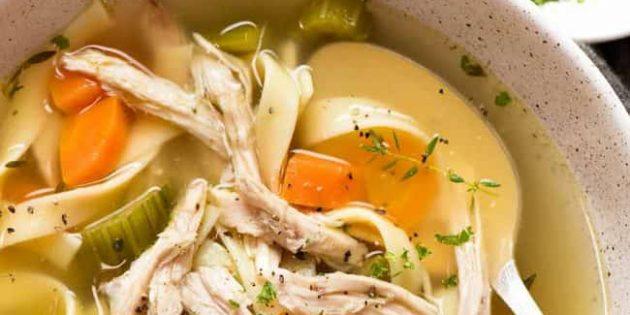 Суп из сельдерея с курицей и яичной лапшой