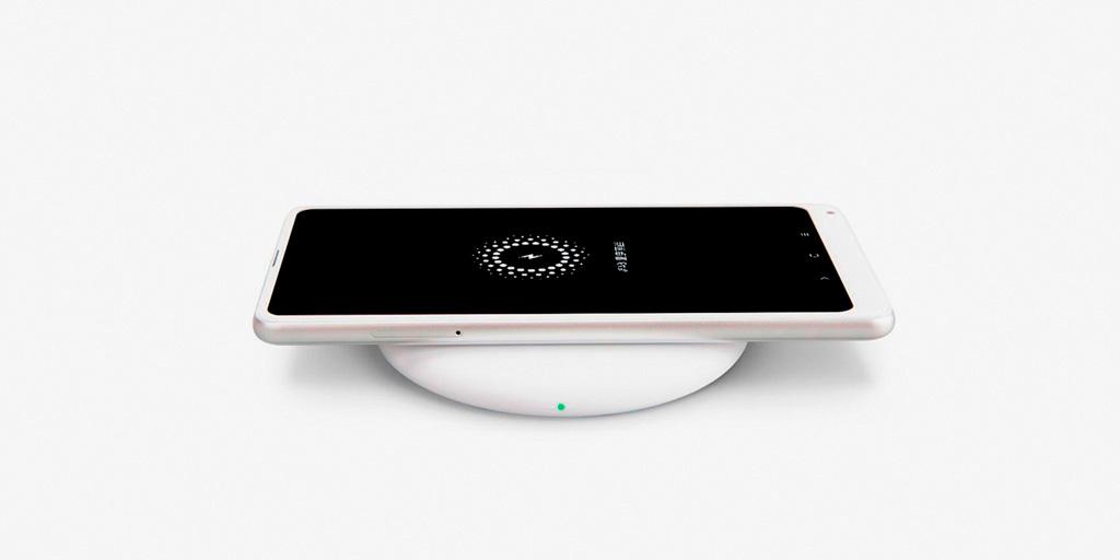 Смартфон на беспроводной зарядке стандарта Qi