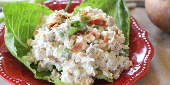 Салат с сыром и куриным филе