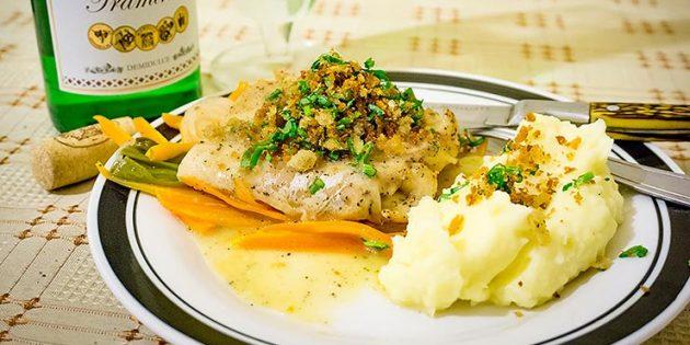 Как приготовить судака в духовке с овощами и белым вином