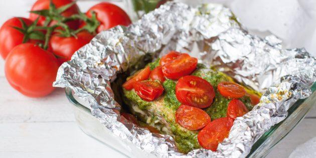Рыба с томатами и базиликом