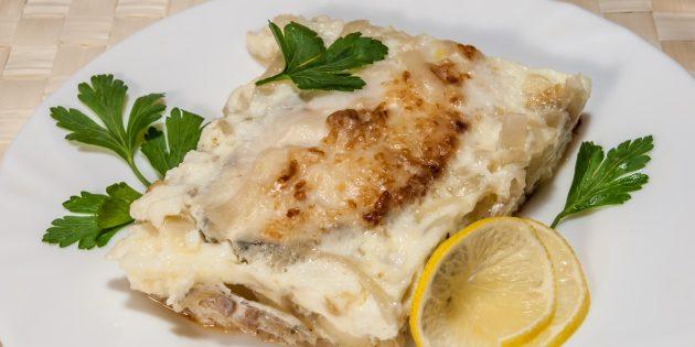 Как приготовить судака в духовке с луком и сыром