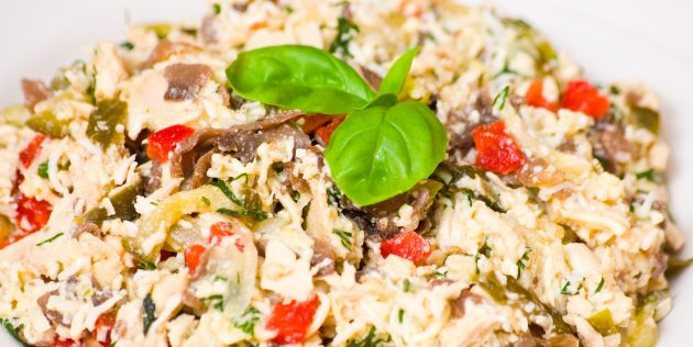 Салат из редьки, яиц и куриного мяса