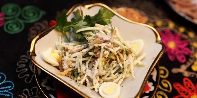 Салат из редьки и жареного мяса