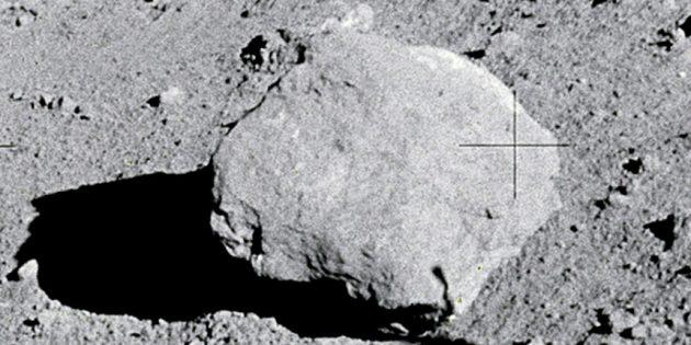 Полёты на Луну до сих пор у многих вызывают сомнения: камни на Луне — реквизит