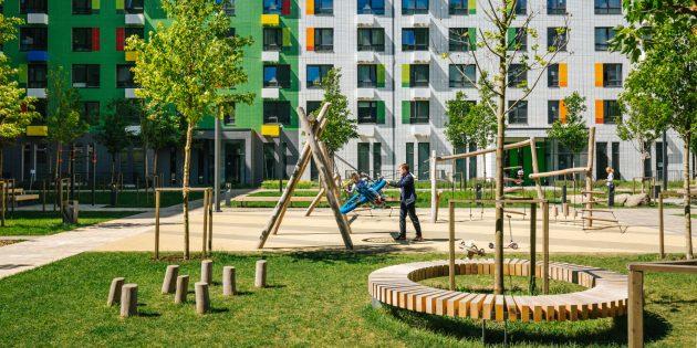 Детские площадки и прочие элементы среды: двор-парк, а не двор-парковка