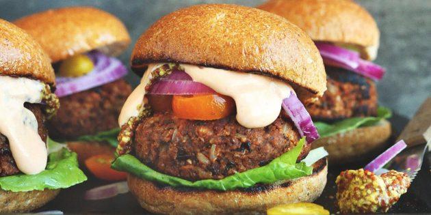 Что приготовить на природе, кроме мяса: бургеры c овощами и фасолево-рисовой котлетой