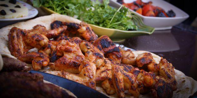 Как приготовить шашлык из курицы: медово-горчичный маринад