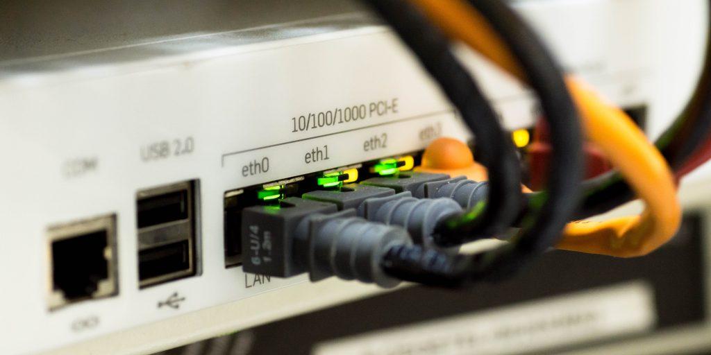 пропал интернет: Проверьте все провода