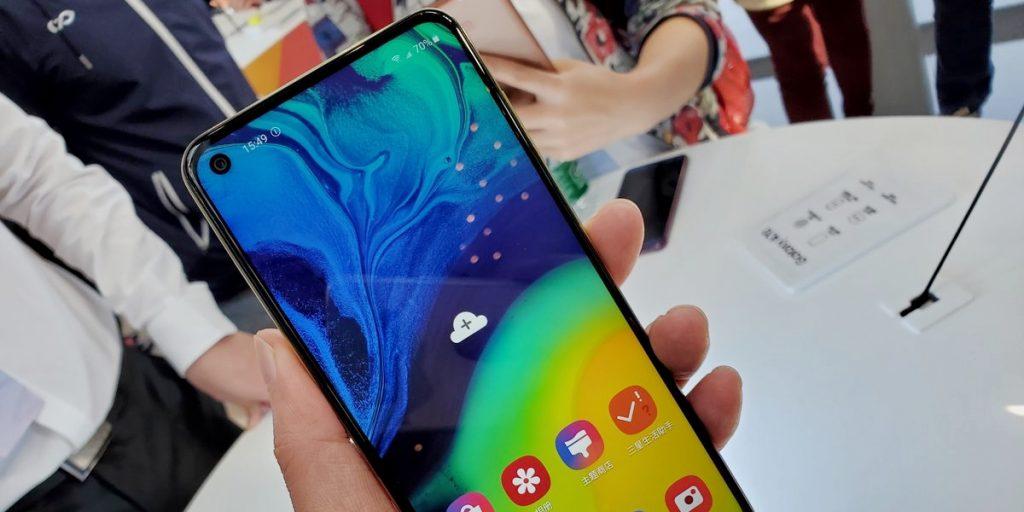Samsung представила недорогой Galaxy A60 с отверстием в дисплее