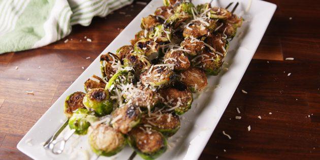 Что приготовить на природе, кроме мяса: брюссельская капуста в медово-горчичном соусе