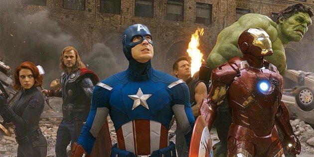 После первых пяти фильмов все знакомые зрителям супергерои объединились в масштабном кроссовере «Мстители»