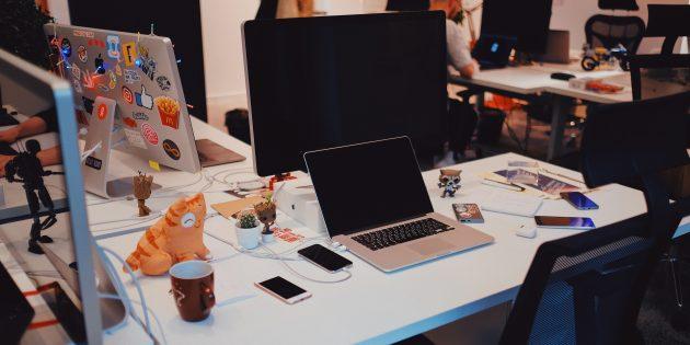 Дизайнер «ВКонтакте» Илья Гришин: рабочее место в офисе