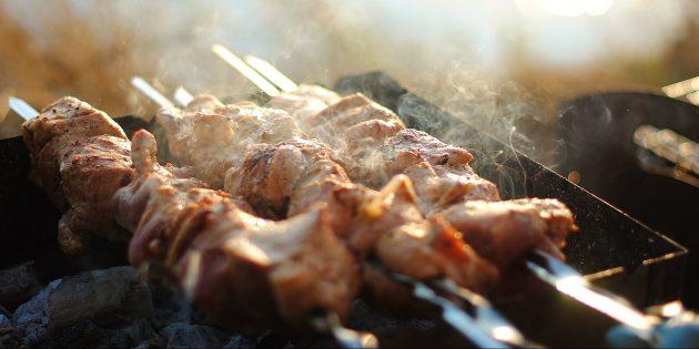 Как готовить шашлык из говядины: винный маринад