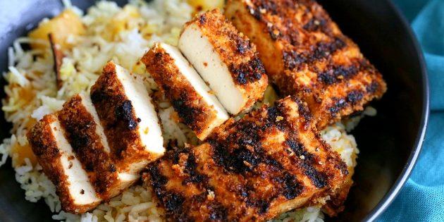 Что приготовить на природе, кроме мяса: пряный тофу в панировке на гриле
