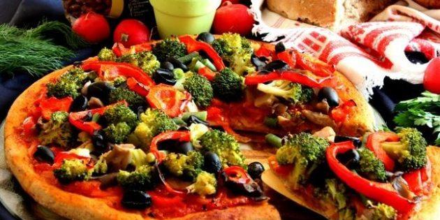 Постная пицца с грибами и овощами на дрожжевом фасолевом тесте