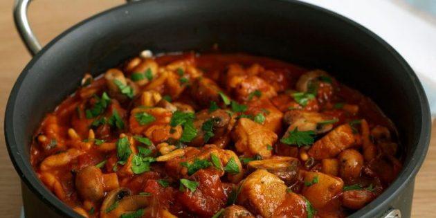 Как сделать свинину на сковороде с паприкой и грибами