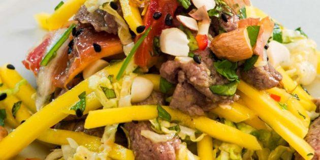 Рецепт салата с говядиной, манго, мятой и арахисом