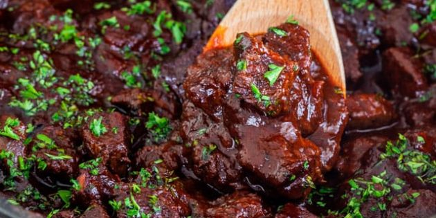 Рецепты: гуляш из говядины с беконом