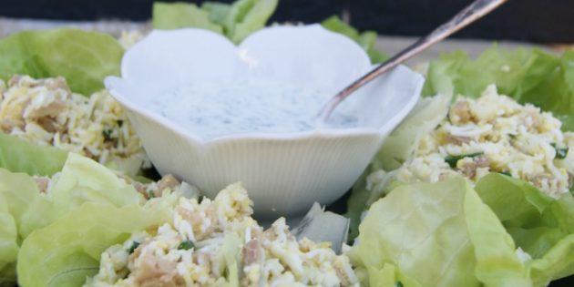 Салат из печени трески с рисом или цветной капустой и йогуртовым соусом