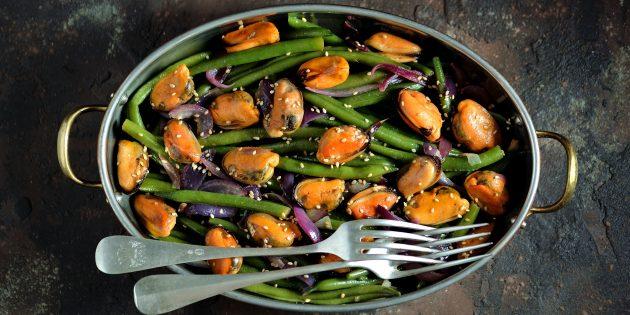 Как приготовить стручковую фасоль: Салат со стручковой фасолью, мидиями и соевой заправкой