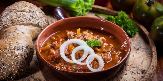 Рецепты: Гуляш из говядины с морковью и луком