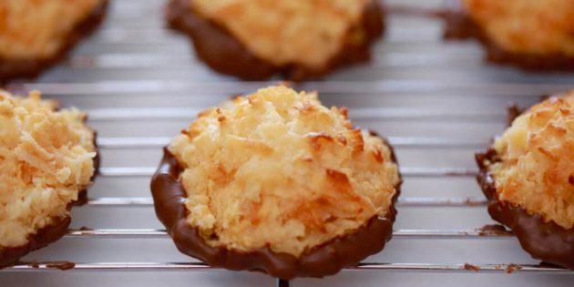 Простое кокосовое печенье со сгущёнкой и шоколадом