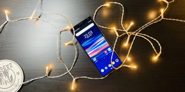Обзор Sony Xperia 10 Plus —смартфона с сенсором отпечатка на правой грани и соотношением сторон экрана 21 : 9
