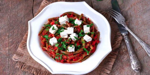 Рецепты: Стручковая фасоль в томатном соусе с фетой