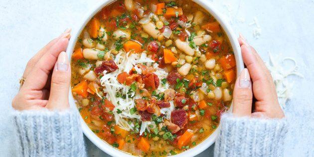 Суп из чечевицы с беконом, фасолью и белым вином